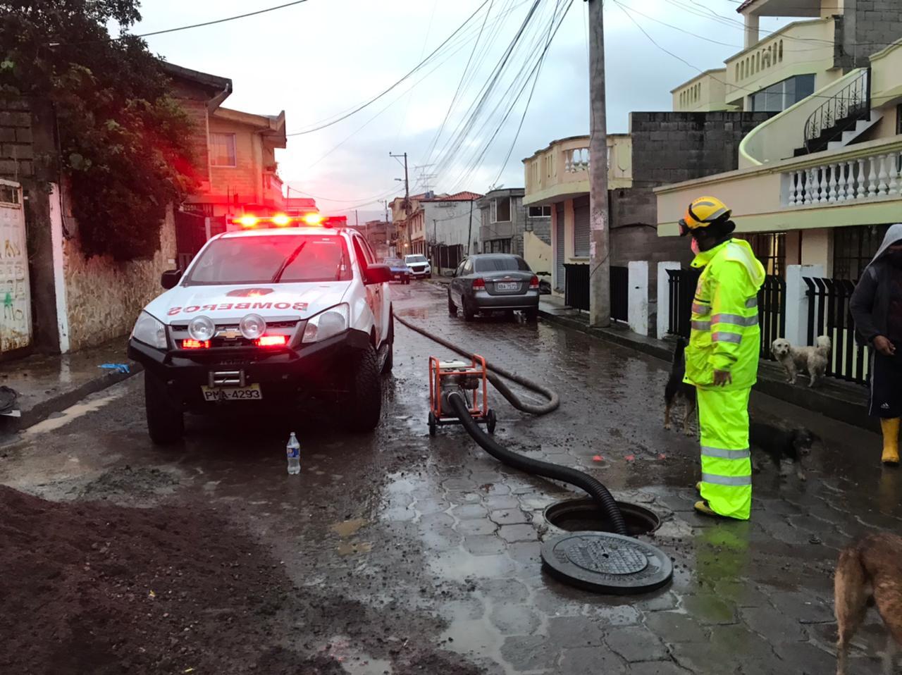 Bomberos atienden emergencias por inundaciones
