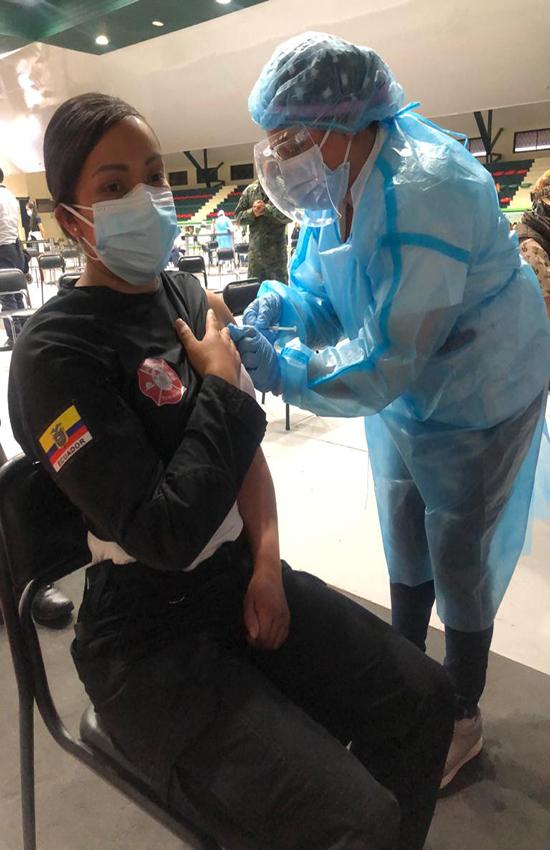 Personal Operativo del Cuerpo de Bomberos Rumiñahui reciben vacuna contra la COVID-19